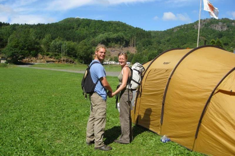 Speciale (gras)plaatsen voor tenten op Bakkaano Camping & Gjestegard