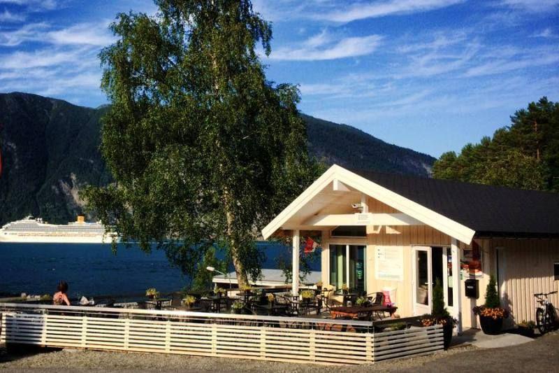 PlusCamp Stranda Feriesenter uitzicht op cruiseschepen