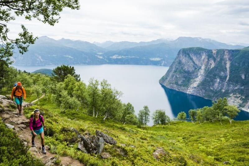 PlusCamp Stranda Feriesenter wandelen en uitzicht op fjord