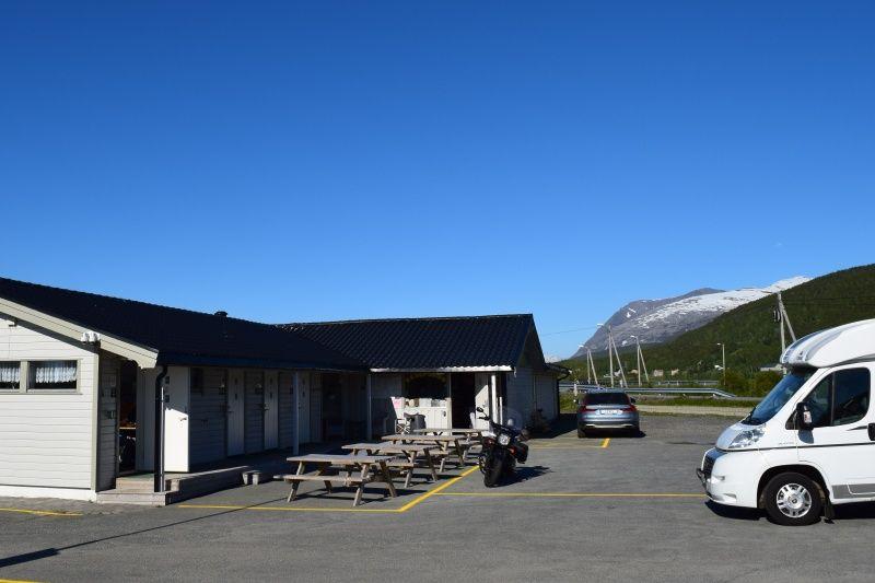Skittenelv Camping receptie en sanitairgebouw