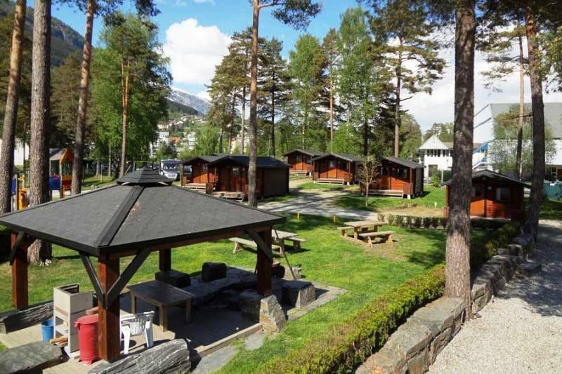 Voss Camping hytter en barbecueplaats